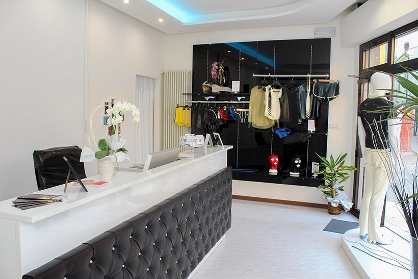 la hall di ingresso dell azienda CATSUIT, 1a azienda italiana abbigliamento in lattice.